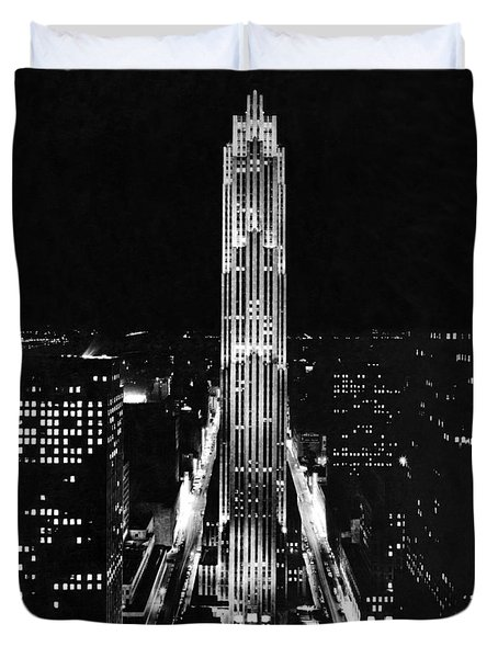 Rca Building At Night In Nyc Duvet Cover by Underwood Archives
