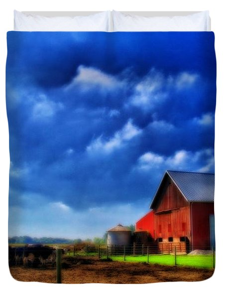 Red Barn And Cows In Ohio Duvet Cover by Dan Sproul