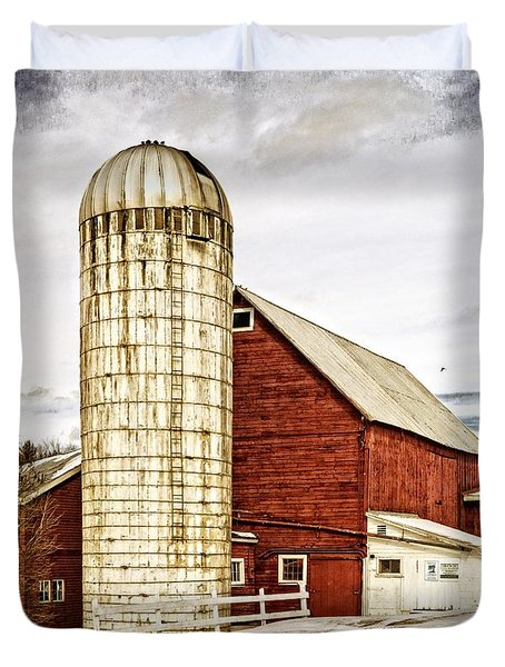Red Barn And Silo Vermont Duvet Cover