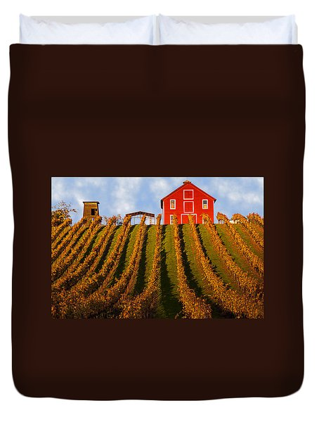 Red Barn In Autumn Vineyards Duvet Cover