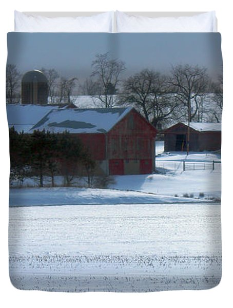 Red Barn In Snow Cover Duvet Cover