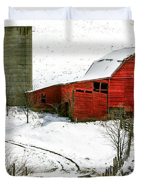 Red Barn In Snow Duvet Cover