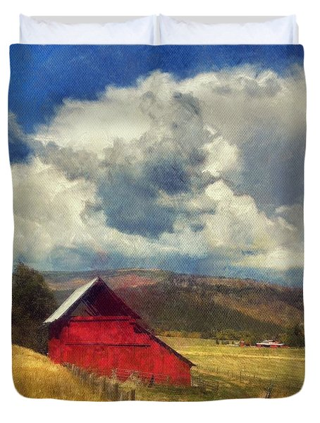 Red Barn Under Cloudy Blue Sky In Colorado Duvet Cover