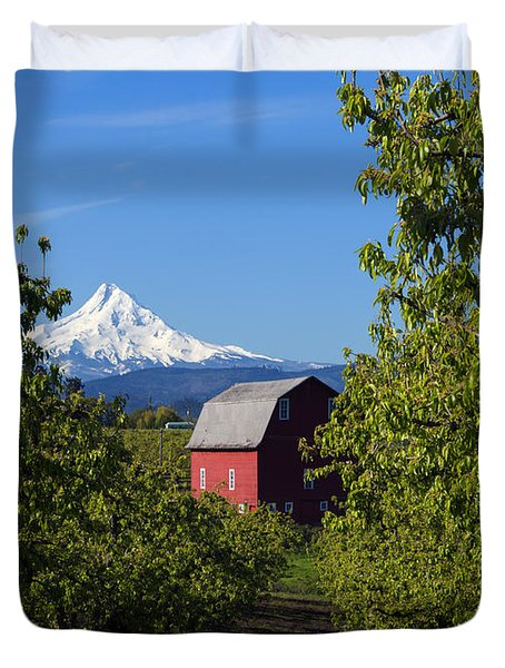 Red Barn View Duvet Cover