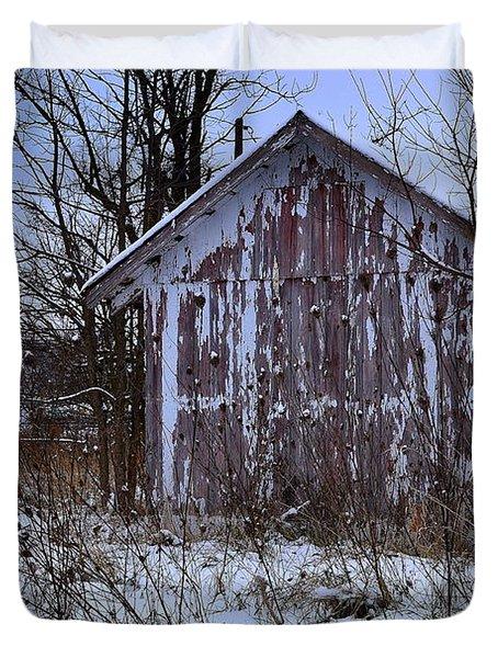Red Barns In Winter Duvet Cover