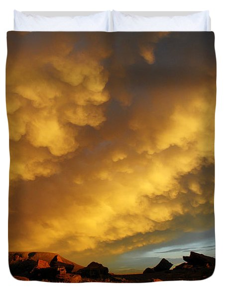 Duvet Cover featuring the photograph Red Rock Coulee Sunset by Vivian Christopher