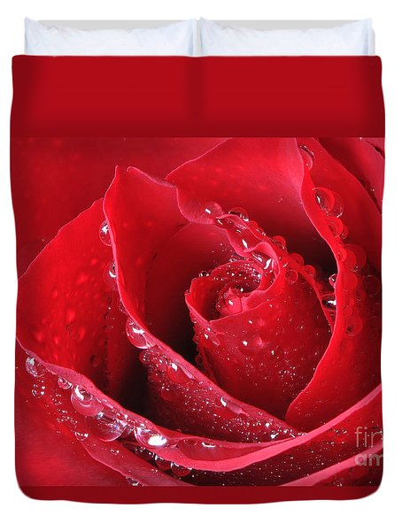 Red Rose Macro With Waterdrops Duvet Cover