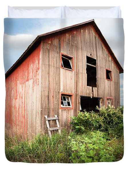 Duvet Cover featuring the photograph Red Shack On Tucker Rd - Vertical Composition by Gary Heller