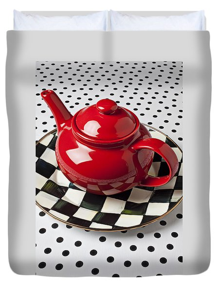 Red Teapot On Checkerboard Plate Duvet Cover by Garry Gay