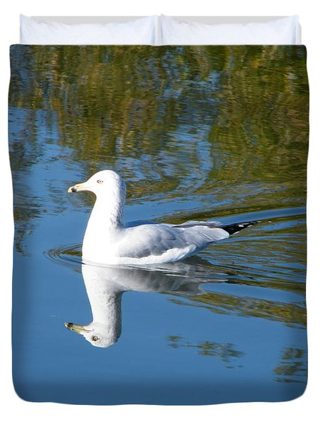 Duvet Cover featuring the photograph Ring-billed Gull by Ann E Robson