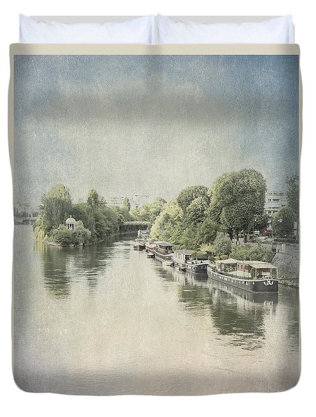 River Seine In Paris Duvet Cover by Elaine Teague
