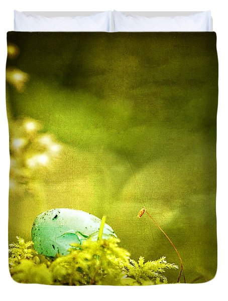 Duvet Cover featuring the photograph Robin's Egg On Moss by Peggy Collins