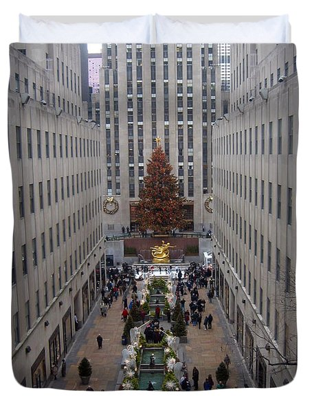 Duvet Cover featuring the photograph Rockefeller Plaza At Christmas by Judith Morris