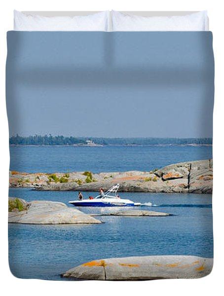 Rocky Islands On Georgian Bay Duvet Cover by Les Palenik