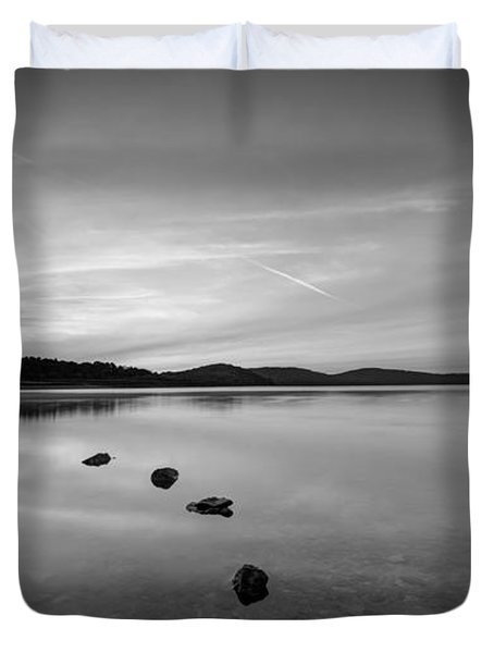 Round Valley At Dawn Bw Duvet Cover