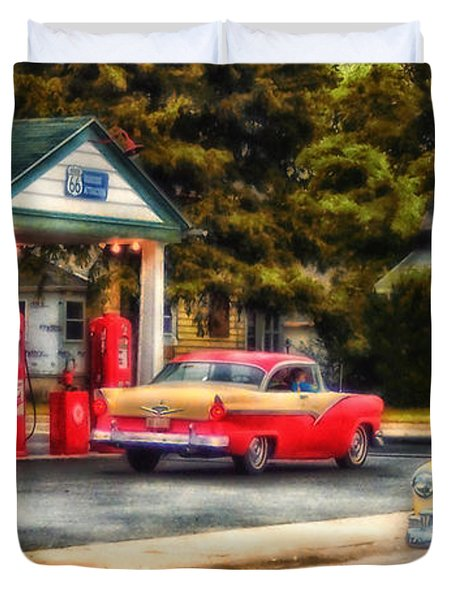 Route 66 Historic Texaco Gas Station Duvet Cover by Thomas Woolworth