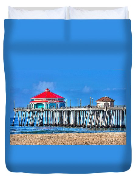 Ruby's Surf City Diner - Huntington Beach Pier Duvet Cover