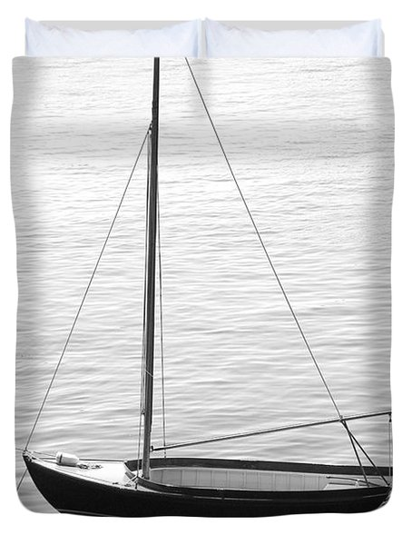 Sail Boat In Maine Duvet Cover by Mike McGlothlen