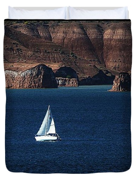 Duvet Cover featuring the photograph Sailing At Roosevelt Lake On The Blue Water by Tom Janca