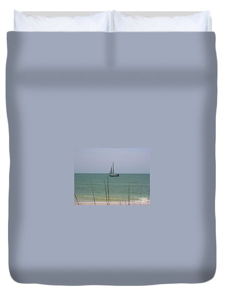 Duvet Cover featuring the photograph Sailing In The Gulf by D Hackett
