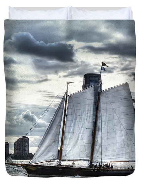 Sailing On The Hudson Duvet Cover