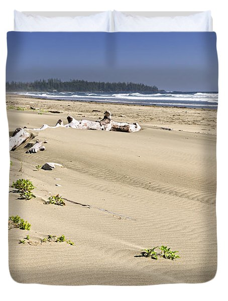 Sandy Beach On Pacific Ocean In Canada Duvet Cover by Elena Elisseeva