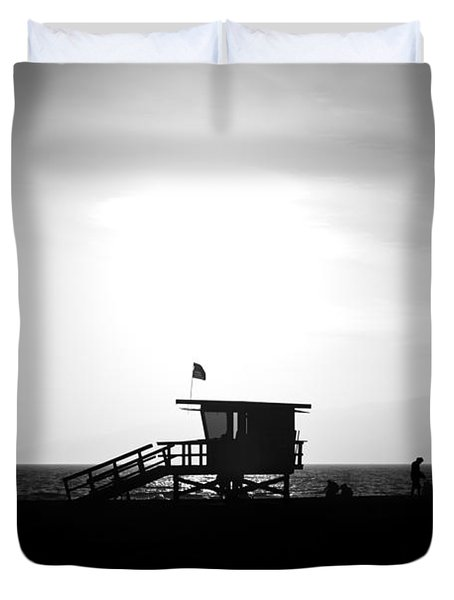 Santa Monica Lifeguard Tower In Black And White Duvet Cover by Paul Velgos