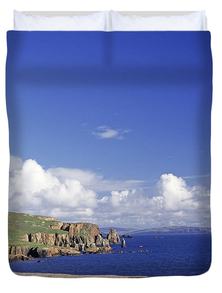 Scotland Shetland Islands Eshaness Cliffs Duvet Cover by Anonymous