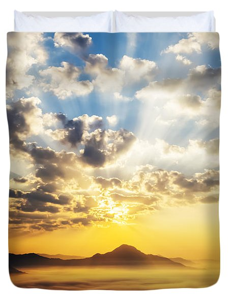 Sea Of Clouds On Sunrise With Ray Lighting Duvet Cover
