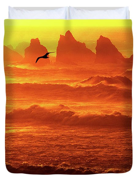 Duvet Cover featuring the photograph Seagull Soaring Over The Surf At Sunset Oregon Coast by Dave Welling