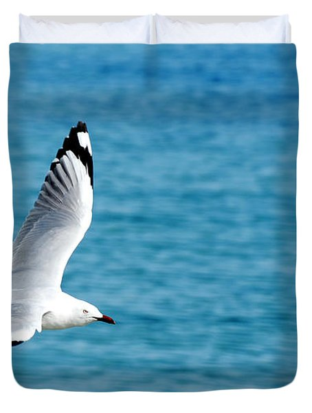 Duvet Cover featuring the photograph Seagull by Yew Kwang