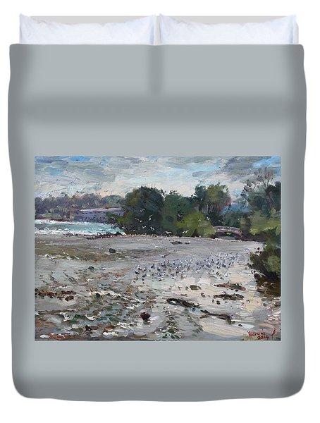 Seagulls On Niagara River Duvet Cover