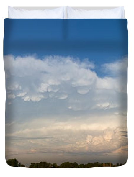 Shelf Cloud Mamacumulus Leading Edge  Duvet Cover