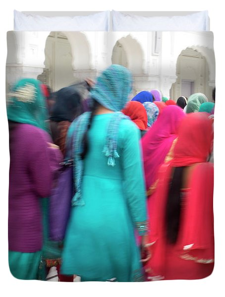 Sikh Women Visiting The Golden Temple Duvet Cover