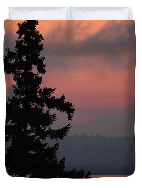 Duvet Cover featuring the photograph Silhouette At Sunrise by E Faithe Lester