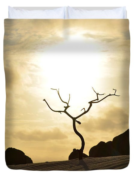 Silhouetted Tree At Dawn In Aruba Duvet Cover