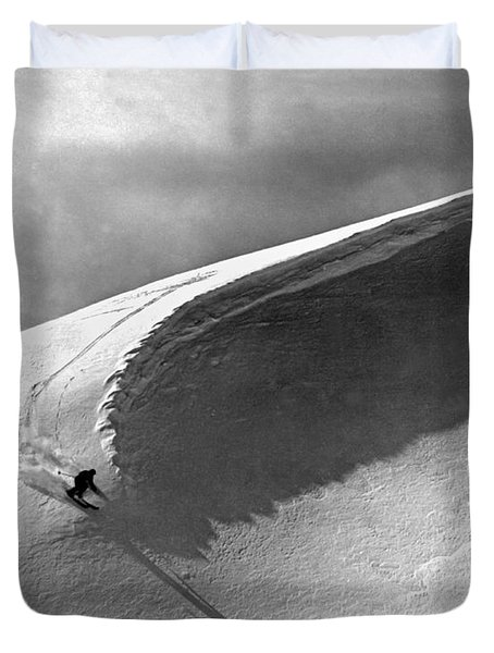 Skiing Under A Curl Duvet Cover by Underwood Archives