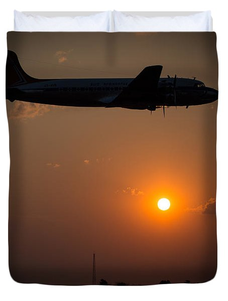 Duvet Cover featuring the photograph Skymaster Sunset by Paul Job