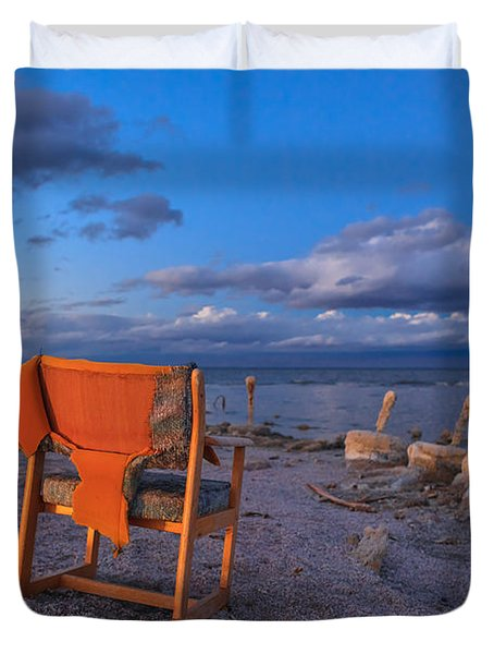 Smoke Break In The Ruins Duvet Cover by Scott Campbell