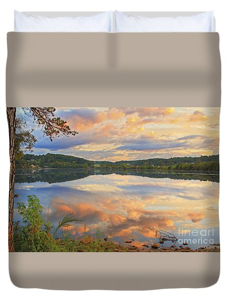 Duvet Cover featuring the photograph Soddy Lake by Geraldine DeBoer