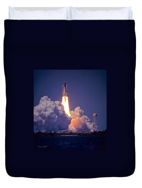 Space Shuttle Challenger Sts-6 First Flight 1983 Photo 1  Duvet Cover