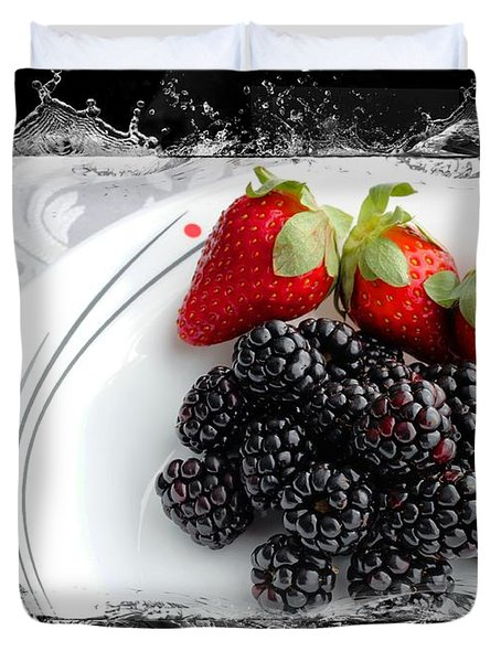 Splash - Fruit - Strawberries And Blackberries Duvet Cover by Barbara Griffin