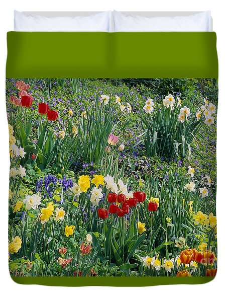 Duvet Cover featuring the photograph Spring Bulb Garden by Alan L Graham