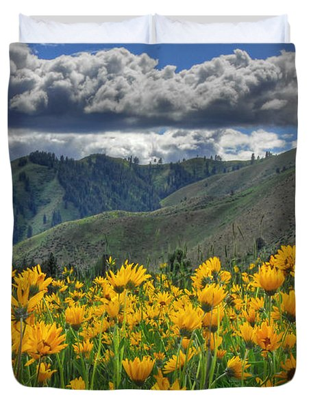 Duvet Cover featuring the photograph Springtime At Gallagher by Sam Rosen