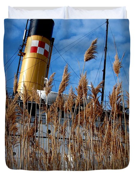 S.s. Keewatin With Grasses Duvet Cover