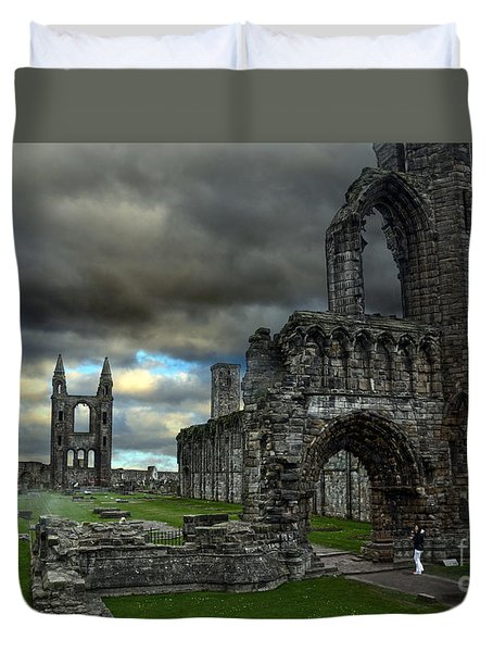 St Andrews Cathedral And Gravestones Duvet Cover