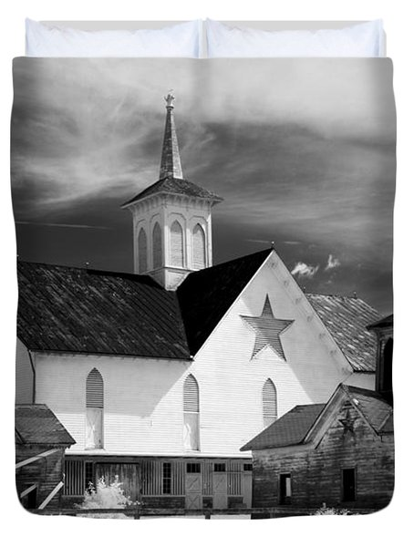Star Barn Complex In Infrared Duvet Cover