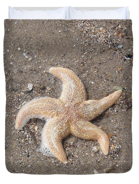 Duvet Cover featuring the photograph Starfish by Tiffany Erdman