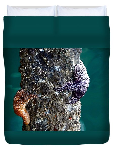 Duvet Cover featuring the photograph Starfish Under The Pier by Kathy Churchman