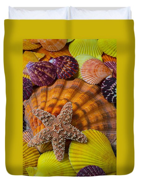 Starfish With Seashells Duvet Cover by Garry Gay